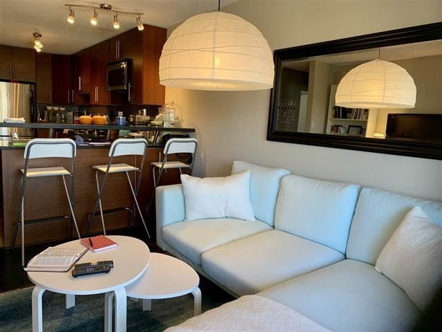 "Main Photo: 206 2211 W 5TH Avenue in Vancouver: Kitsilano Condo for sale in ""West Pointe Villa"" (Vancouver West)  : MLS®# R2418938"