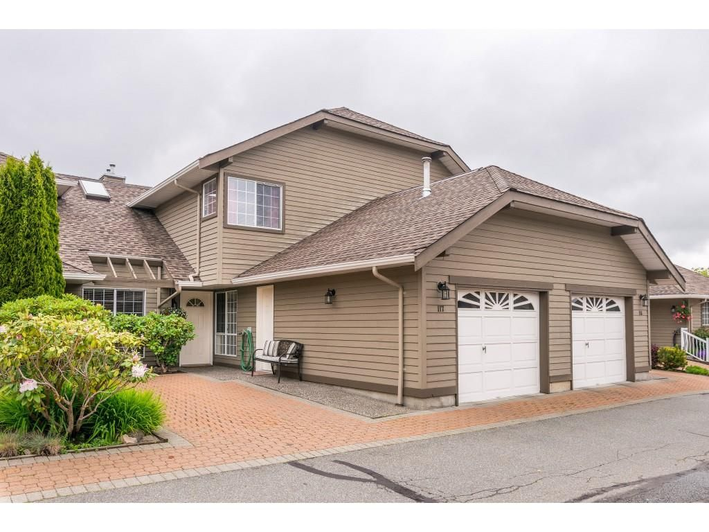 """Main Photo: 117 16275 15 Avenue in Surrey: King George Corridor Townhouse for sale in """"SUNRISE POINTE"""" (South Surrey White Rock)  : MLS®# R2371222"""