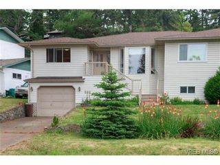 Photo 2: 596 Phelps Ave in VICTORIA: La Thetis Heights Half Duplex for sale (Langford)  : MLS®# 731694