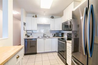 """Photo 7: 701 612 SIXTH Street in New Westminster: Uptown NW Condo for sale in """"THE WOODWARD"""" : MLS®# R2390390"""
