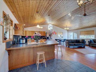 "Photo 9: 5918 SUNSHINE COAST Highway in Sechelt: Sechelt District House for sale in ""DOWNTOWN SECHELT"" (Sunshine Coast)  : MLS®# R2585676"