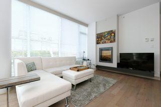 Photo 3: 105 200 Douglas St in VICTORIA: Vi James Bay Condo for sale (Victoria)  : MLS®# 832368