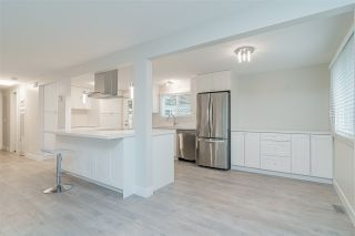 "Photo 10: 241 1840 160 Street in Surrey: King George Corridor Manufactured Home for sale in ""Breakaway Bays"" (South Surrey White Rock)  : MLS®# R2555969"