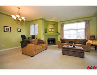 """Photo 4: 39 16760 61ST Avenue in Surrey: Cloverdale BC Townhouse for sale in """"HARVEST LANDING"""" (Cloverdale)  : MLS®# F2903413"""