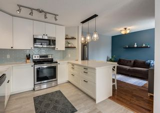Photo 12: 121 Woodfield Close SW in Calgary: Woodbine Detached for sale : MLS®# A1126289