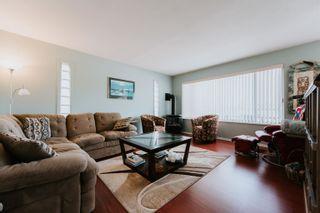 Photo 2: 5448 KENSINGTON Road in Sechelt: Sechelt District House for sale (Sunshine Coast)  : MLS®# R2611334