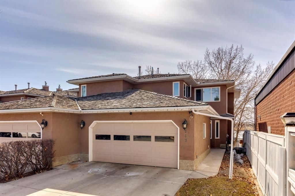 Main Photo: 117 East Chestermere: Chestermere Semi Detached for sale : MLS®# A1091135