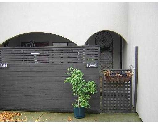 """Main Photo: 1342 W 7TH Avenue in Vancouver: Fairview VW Townhouse for sale in """"FAIRVIEW VILLAGE"""" (Vancouver West)  : MLS®# V675719"""