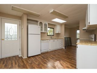"""Photo 7: 15 1640 162 Street in Surrey: King George Corridor Manufactured Home for sale in """"CHERRY BROOK PARK"""" (South Surrey White Rock)  : MLS®# R2145736"""