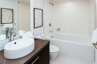 """Photo 13: 2408 10777 UNIVERSITY Drive in Surrey: Whalley Condo for sale in """"City Point"""" (North Surrey)  : MLS®# R2543029"""