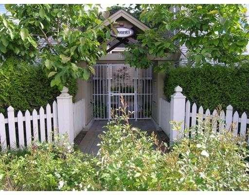 """Main Photo: 6 3160 W 4TH AV in Vancouver: Kitsilano Townhouse for sale in """"AVANTI"""" (Vancouver West)  : MLS®# V543093"""