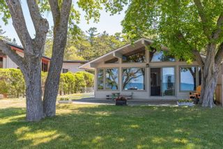 Photo 1: 132 Shore Lane: Wasaga Beach House (Bungalow) for sale : MLS®# S5259310