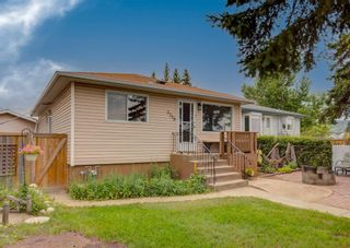 Main Photo: 3708 66 Street NW in Calgary: Bowness Detached for sale : MLS®# A1132350