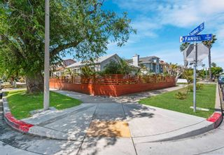 Photo 2: PACIFIC BEACH House for sale : 2 bedrooms : 4286 Fanuel St