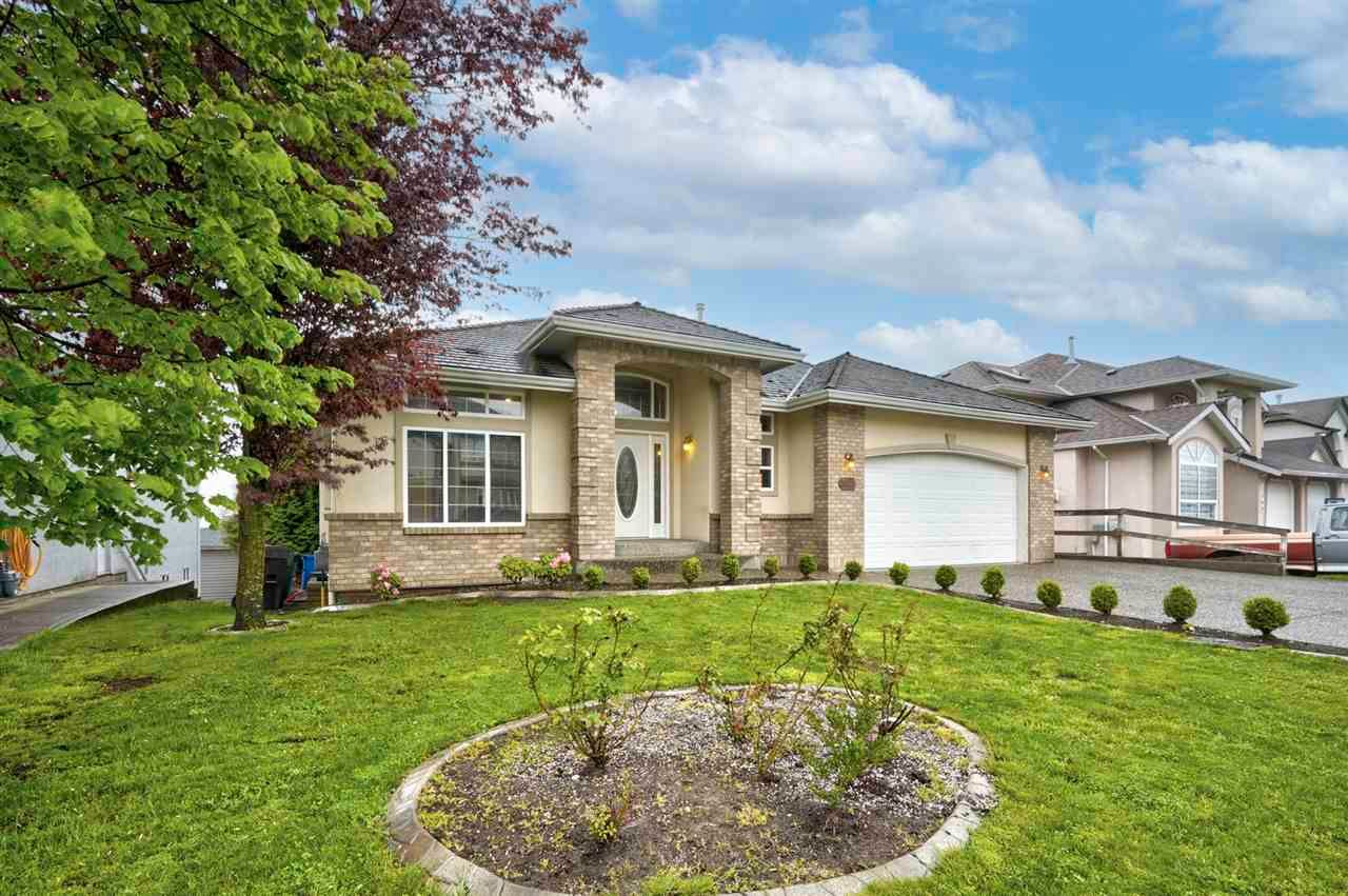 """Main Photo: 3543 SUMMIT Drive in Abbotsford: Abbotsford West House for sale in """"NORTH-WEST ABBOTSFORD"""" : MLS®# R2576033"""