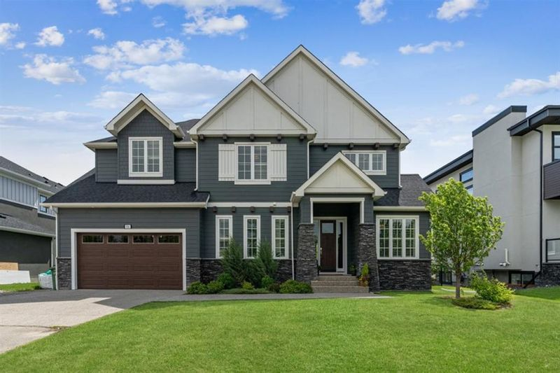 FEATURED LISTING: 916 East Lakeview Road Chestermere