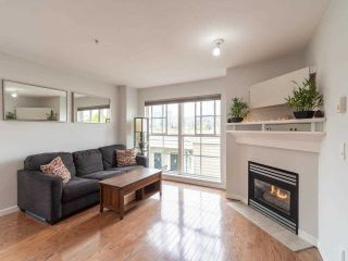 """Photo 2: 318 678 W 7TH Avenue in Vancouver: Fairview VW Townhouse for sale in """"LIBERTE"""" (Vancouver West)  : MLS®# R2575214"""