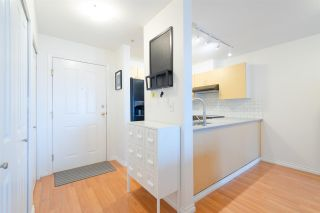 """Photo 5: 302 335 CARNARVON Street in New Westminster: Downtown NW Condo for sale in """"KINGS GARDEN"""" : MLS®# R2320982"""
