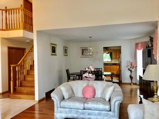 Photo 3: 121 Waterloo Crescent in Brandon: Waverly Residential for sale (B09)  : MLS®# 202114503