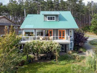 Photo 2: 495 Curtis Rd in Comox: CV Comox Peninsula House for sale (Comox Valley)  : MLS®# 887722