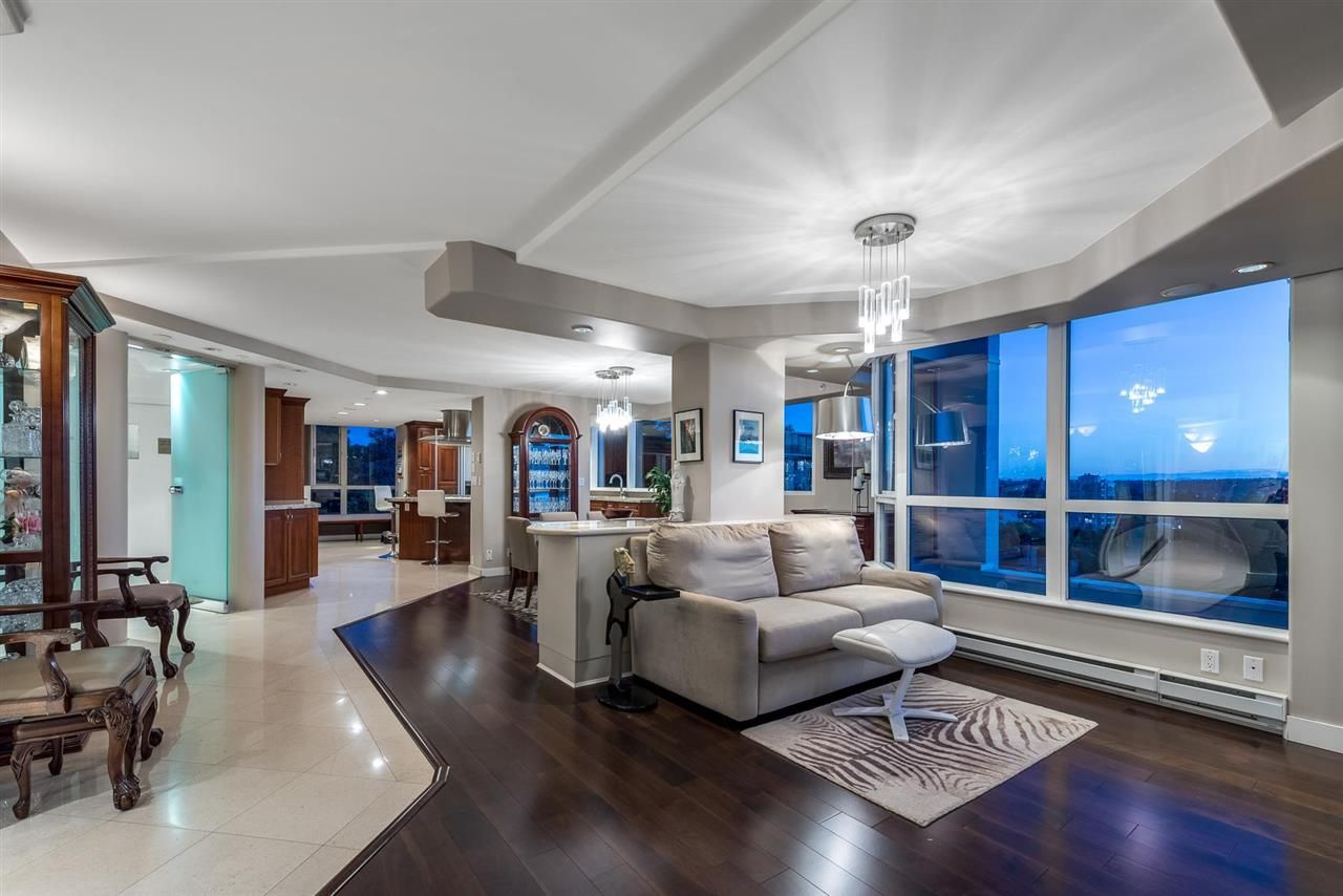 """Main Photo: 11 1350 W 14TH Avenue in Vancouver: Fairview VW Condo for sale in """"THE WATERFORD"""" (Vancouver West)  : MLS®# R2593277"""