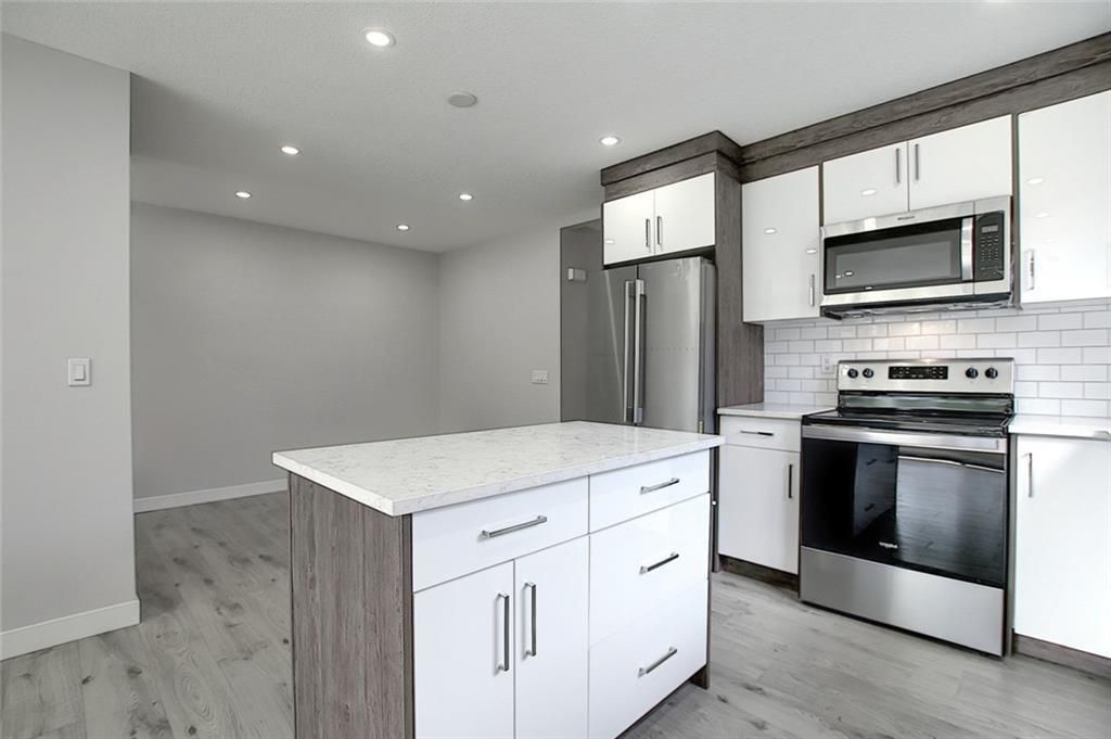 Photo 8: Photos: 1134 BERKLEY Drive NW in Calgary: Beddington Heights Semi Detached for sale : MLS®# C4303281