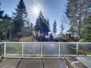 """Photo 8: 8089 REDROOFFS Road in Halfmoon Bay: Halfmn Bay Secret Cv Redroofs House for sale in """"WELCOME WOODS"""" (Sunshine Coast)  : MLS®# R2563771"""