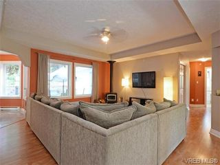 Photo 3: 2981 Lakewood Pl in VICTORIA: La Humpback House for sale (Langford)  : MLS®# 738166