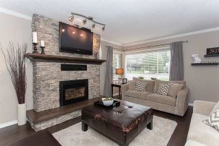 Photo 2: 6255 180A Street in Surrey: Cloverdale BC House for sale (Cloverdale)  : MLS®# R2051159