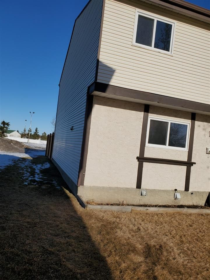 Main Photo: 1244 LAKEWOOD Road W in Edmonton: Zone 29 Townhouse for sale : MLS®# E4233557