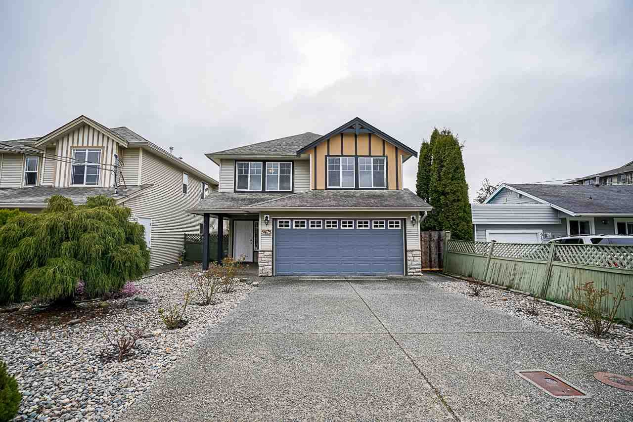 Main Photo: B 9425 BROADWAY Street in Chilliwack: Chilliwack E Young-Yale House for sale : MLS®# R2556478