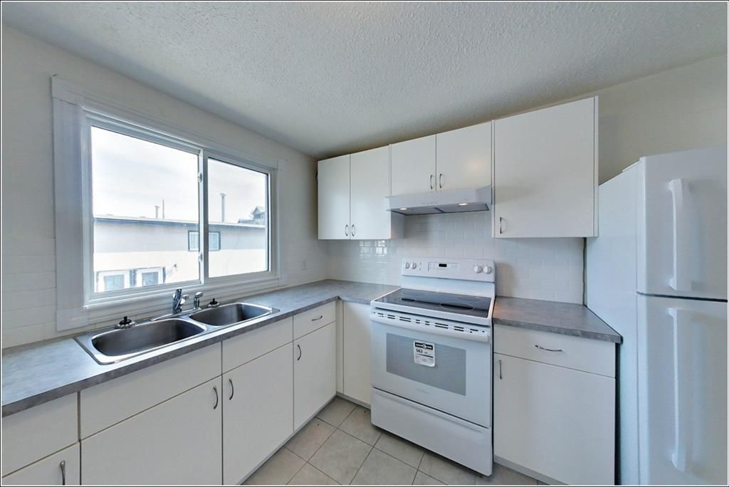 Main Photo: 7717 & 7719 41 Avenue NW in Calgary: Bowness 4 plex for sale : MLS®# A1084041