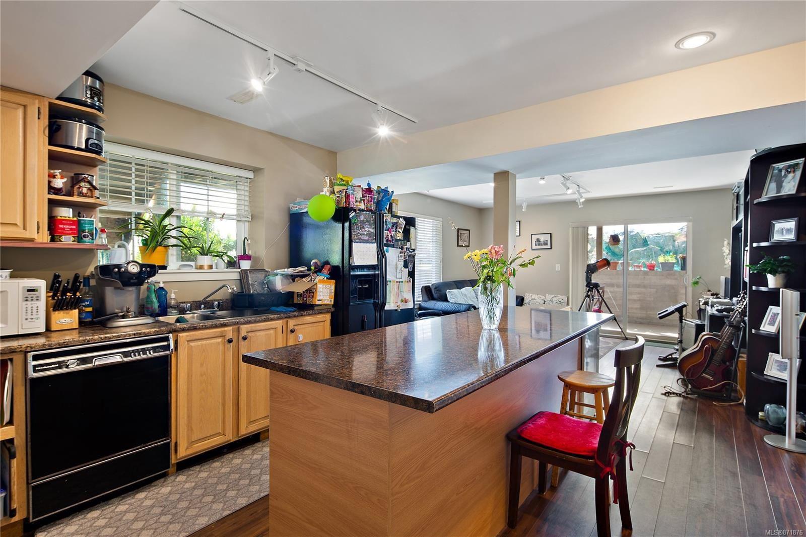 Photo 37: Photos: 4420 Wilkinson Rd in : SW Royal Oak House for sale (Saanich West)  : MLS®# 871876