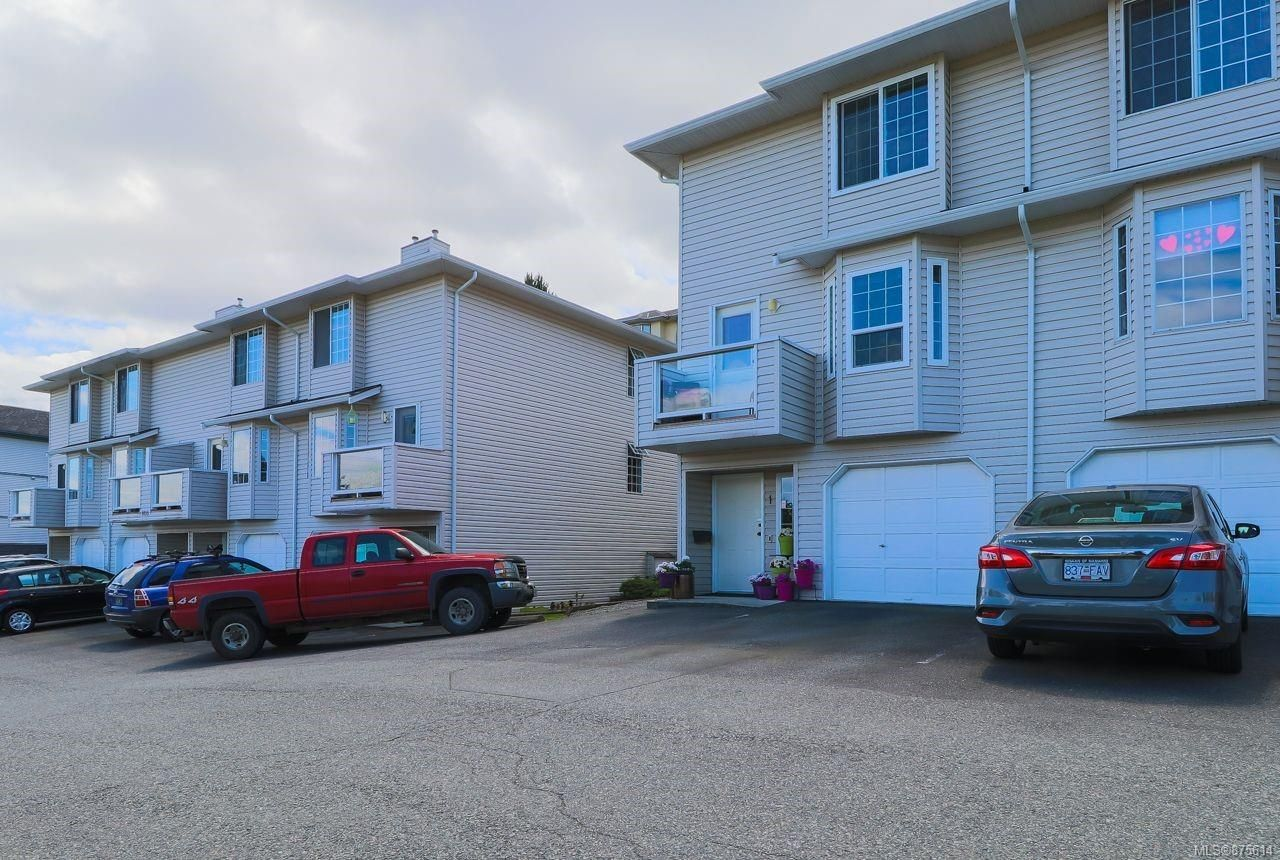 Main Photo: 2 1659 Dufferin Cres in : Na Central Nanaimo Row/Townhouse for sale (Nanaimo)  : MLS®# 875614