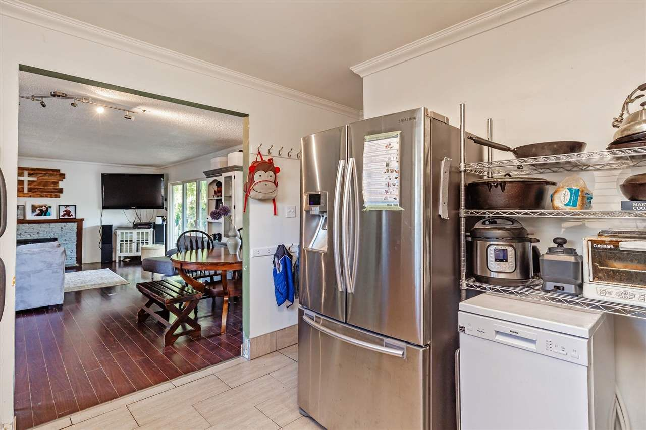 Photo 8: Photos: 8042 CEDAR Street in Mission: Mission BC House for sale : MLS®# R2579765