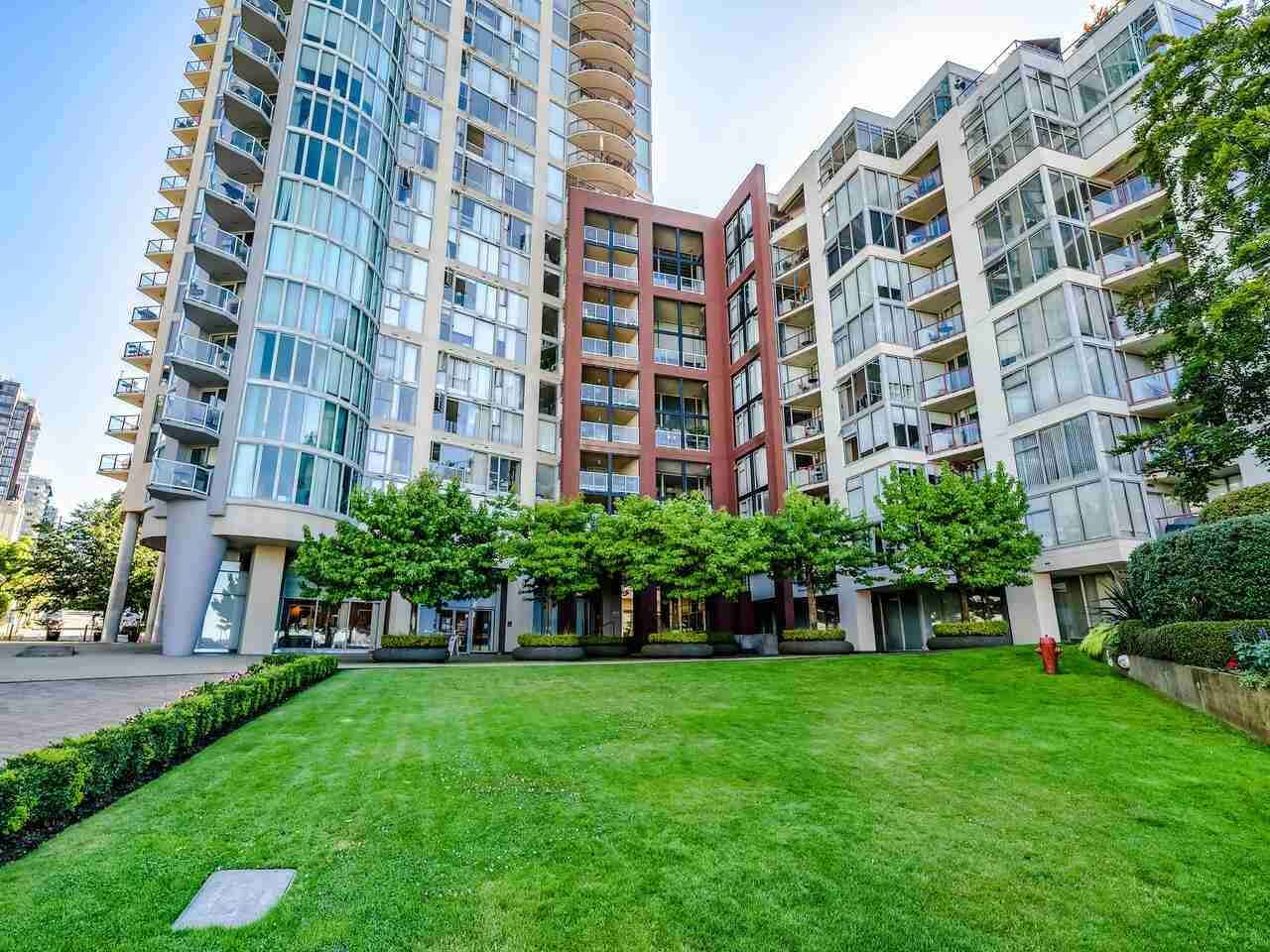 """Main Photo: 902 1000 BEACH Avenue in Vancouver: Yaletown Condo for sale in """"1000 BEACH"""" (Vancouver West)  : MLS®# R2506379"""