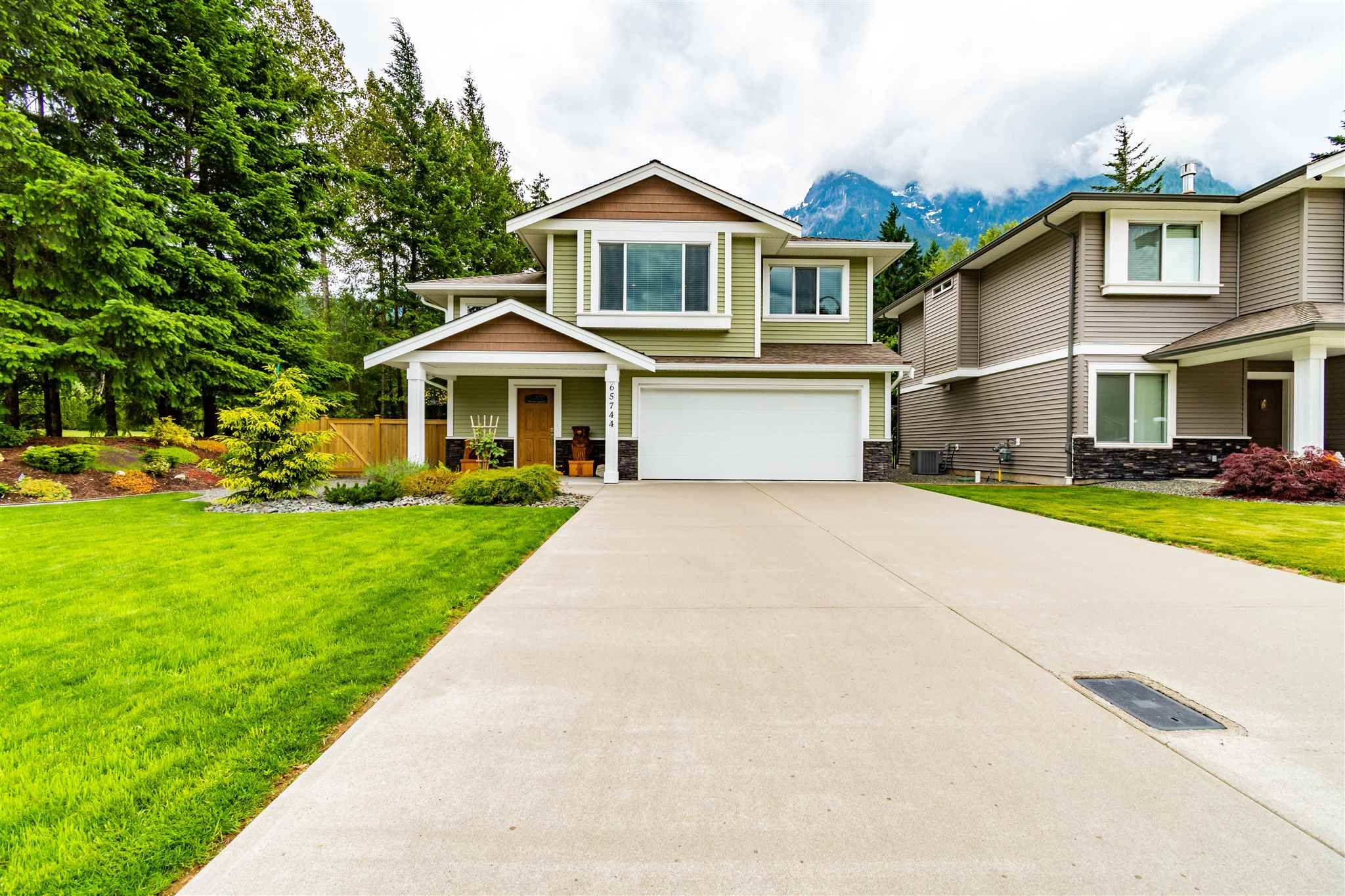 """Main Photo: 65744 VALLEY VIEW Place in Hope: Hope Kawkawa Lake House for sale in """"V0X 1L1"""" : MLS®# R2594069"""