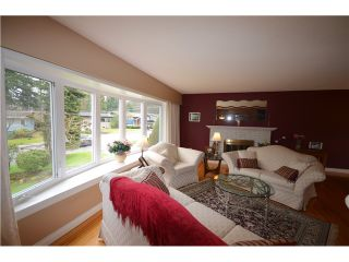 """Photo 3: 816 BAKER Drive in Coquitlam: Chineside House for sale in """"CHINESIDE"""" : MLS®# V994610"""