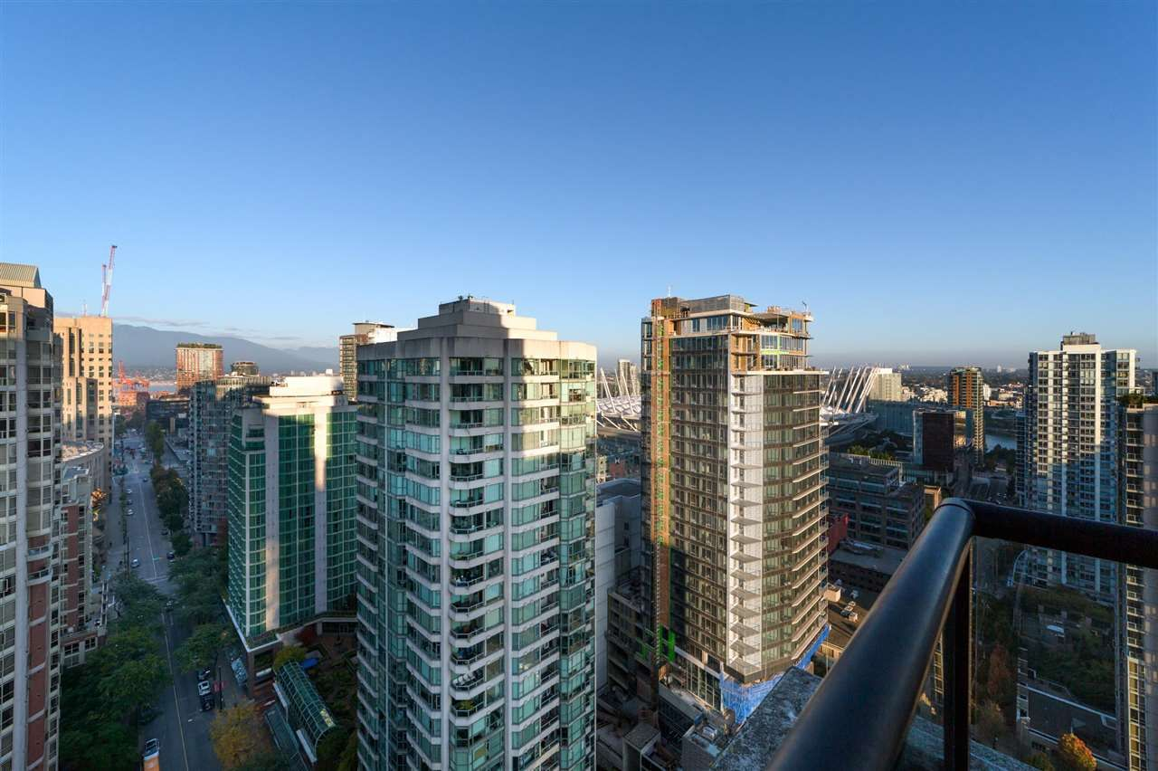 Main Photo: 2802 909 MAINLAND STREET in Vancouver: Yaletown Condo for sale (Vancouver West)  : MLS®# R2505728