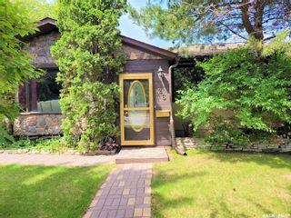 Photo 2: 26 Assiniboine Drive in Saskatoon: River Heights SA Residential for sale : MLS®# SK863441