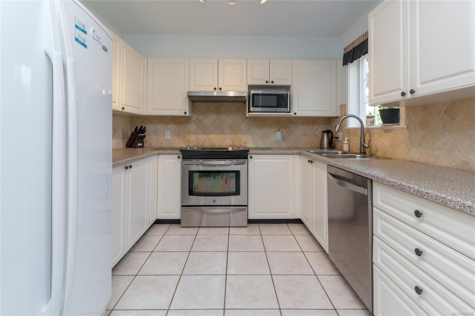 Photo 10: Photos: 52 14 Erskine Lane in : VR Hospital Row/Townhouse for sale (View Royal)  : MLS®# 855642
