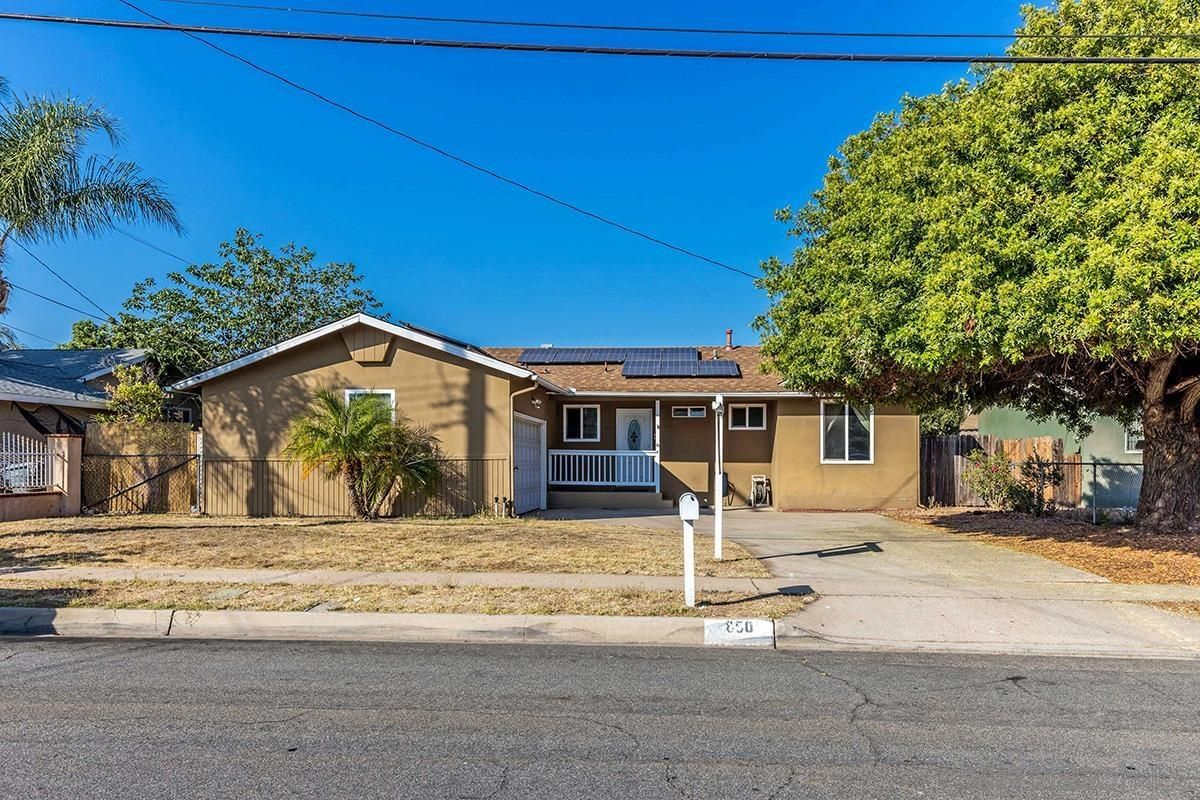 Main Photo: SOUTHEAST ESCONDIDO House for sale : 3 bedrooms : 850 Begonia Street in Escondido