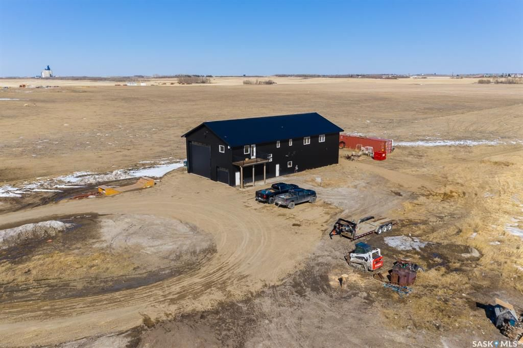 Main Photo: Freeburn Acreage Shop & Home - Edenwold RM in Edenwold: Residential for sale (Edenwold Rm No. 158)  : MLS®# SK854057