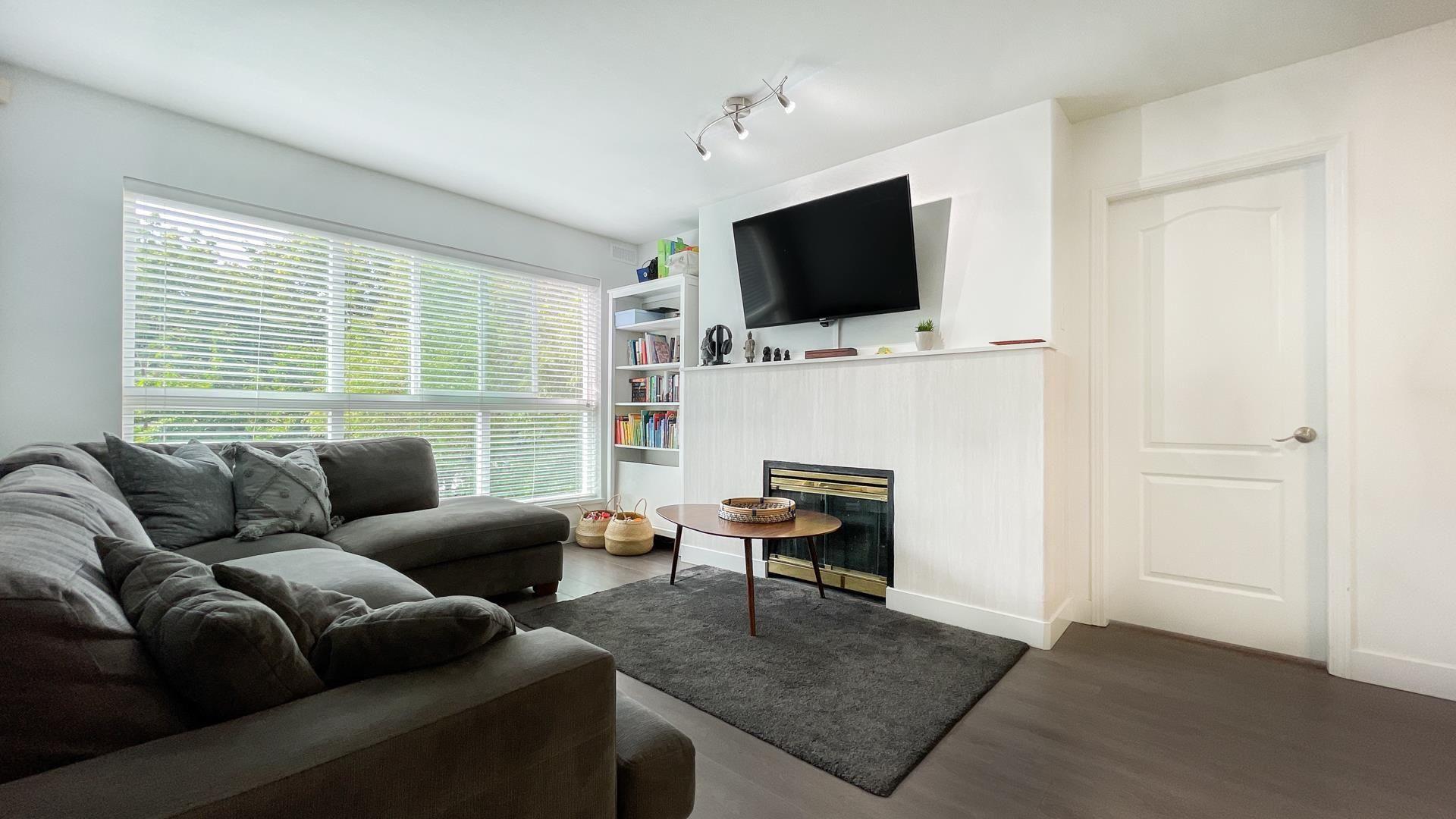 """Main Photo: 323 5900 DOVER Crescent in Richmond: Riverdale RI Condo for sale in """"The Hamptons"""" : MLS®# R2616409"""