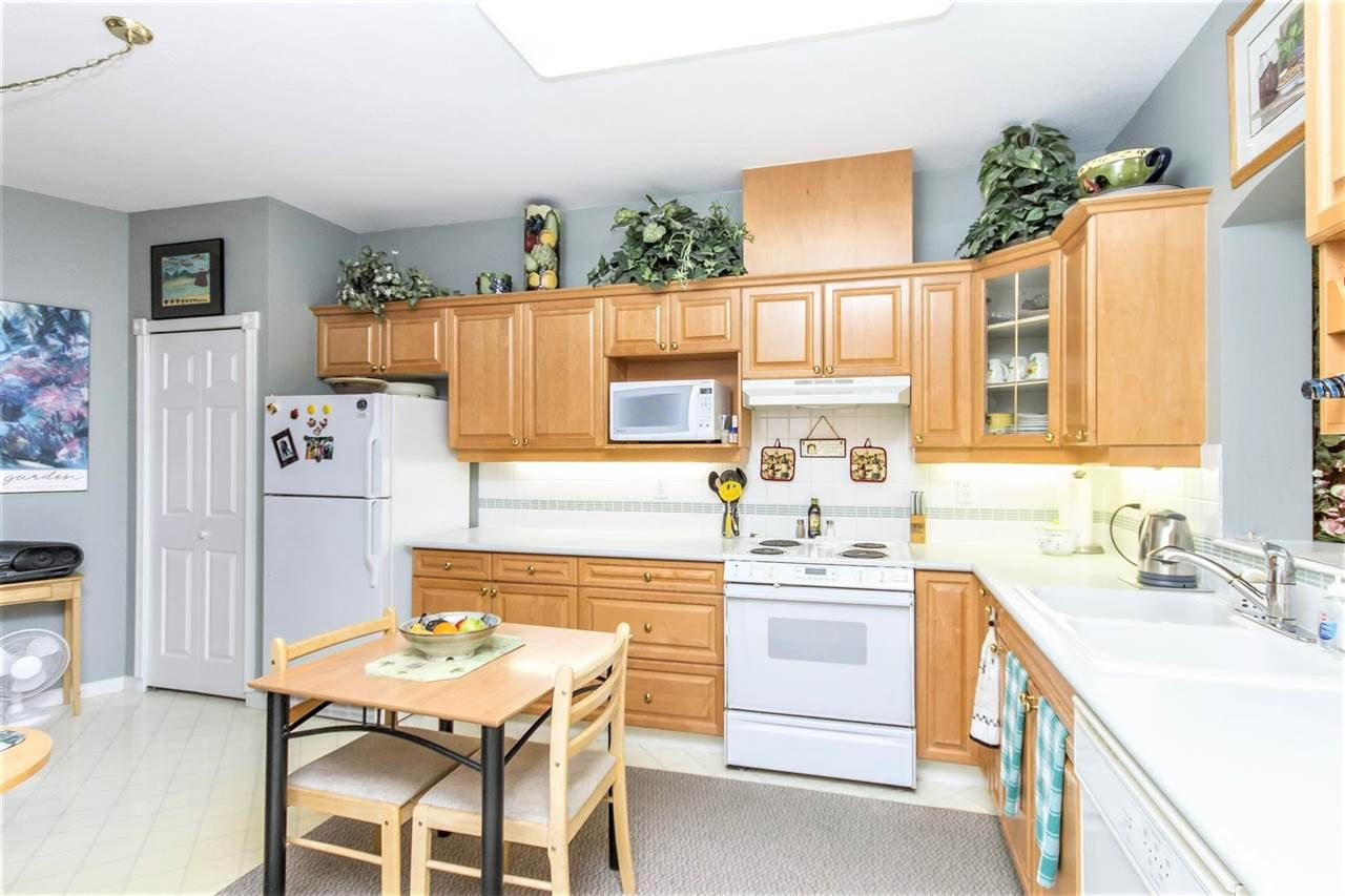 "Photo 5: Photos: 317 3098 GUILDFORD Way in Coquitlam: North Coquitlam Condo for sale in ""MARLBOROUGH HOUSE"" : MLS®# R2141555"