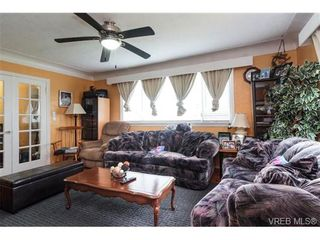 Photo 2: 541 E Burnside Rd in VICTORIA: Vi Burnside House for sale (Victoria)  : MLS®# 722743
