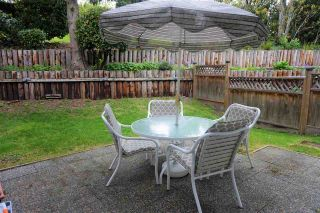 """Photo 15: 19203 FAIRWAY Drive in Surrey: Cloverdale BC Townhouse for sale in """"GREENSIDE  ESTATE"""" (Cloverdale)  : MLS®# R2539428"""