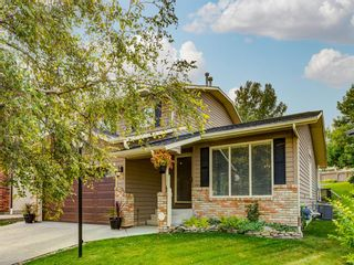 Photo 1: 23 SANDERLING Court NW in Calgary: Sandstone Valley Detached for sale : MLS®# A1035345