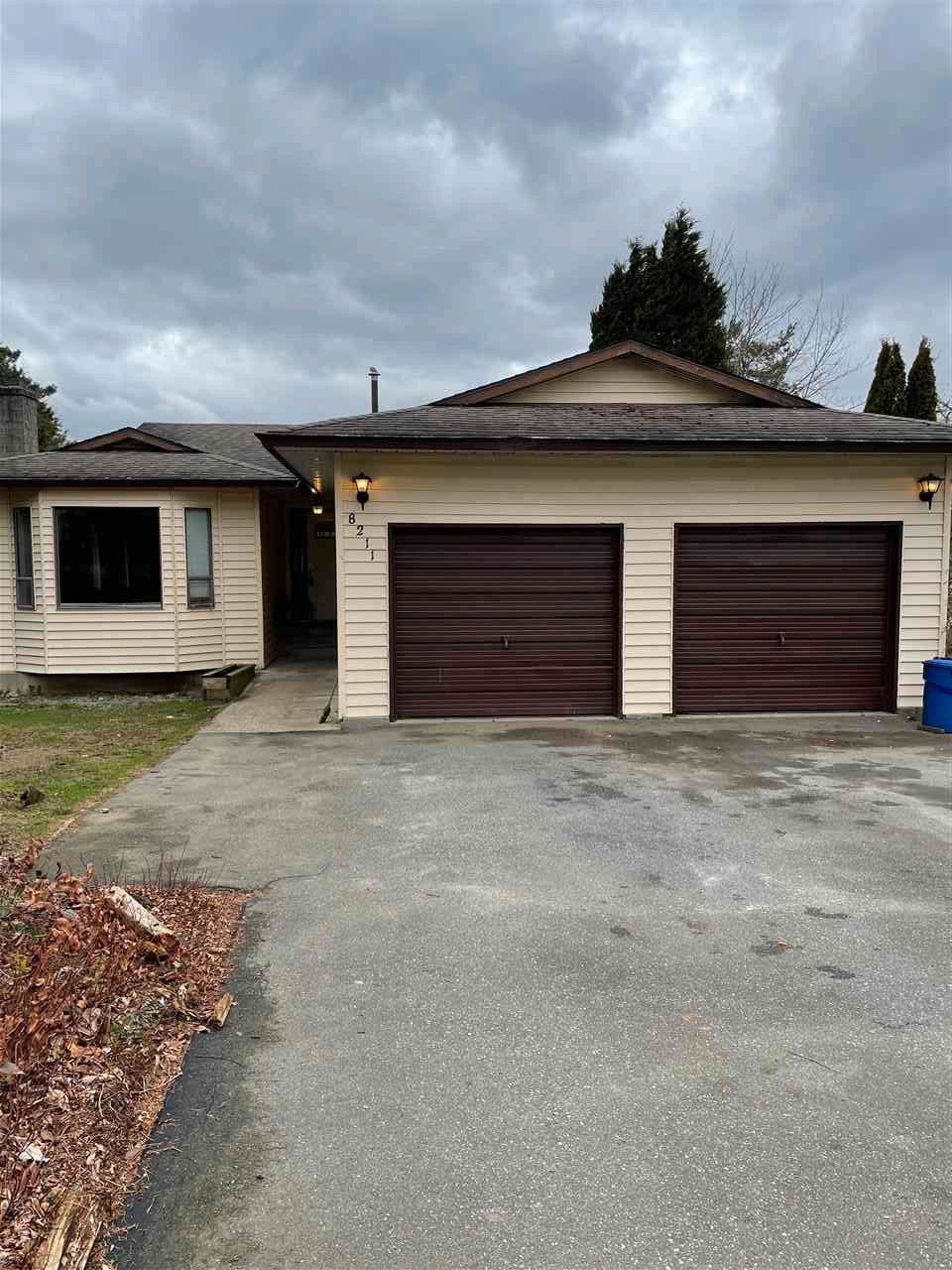 Main Photo: 8211 MILLER Crescent in Mission: Mission BC House for sale : MLS®# R2560174