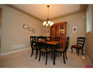 """Photo 3: 35 16760 61ST Avenue in Surrey: Cloverdale BC Townhouse for sale in """"Harvest Landing"""" (Cloverdale)  : MLS®# F2927875"""